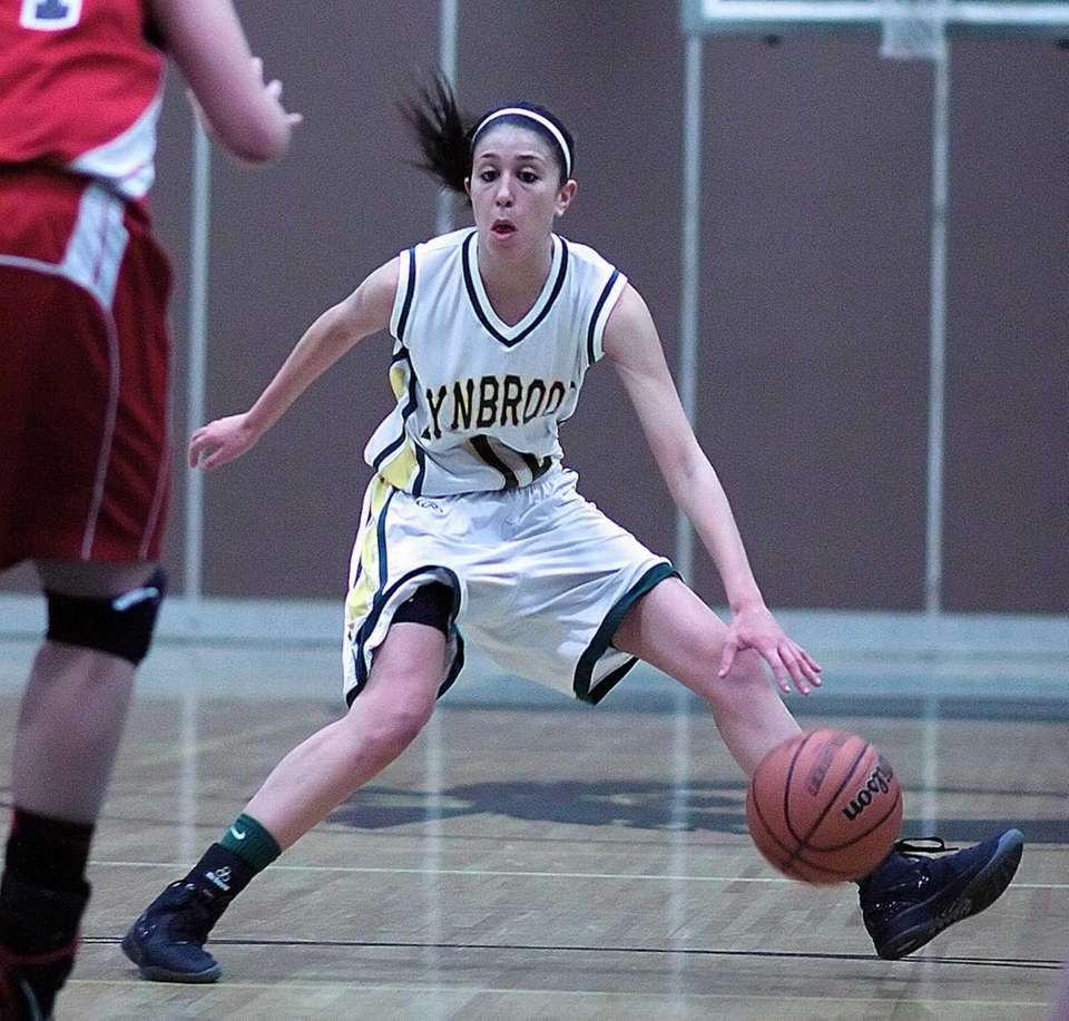 Lynbrook's Brooke Gerstman sets up a play. (Feb.