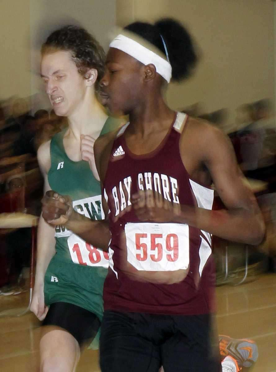 Bay Shore's Kadesh Roberts edges Longwood's Mike Engesser