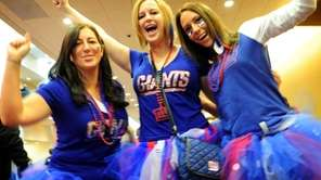 New York Giants fans Jennifer Cowell, Lauren Cowell,