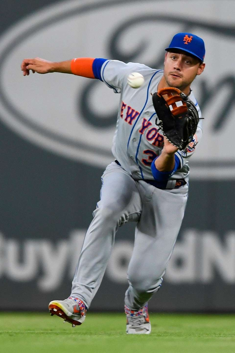New York Mets right fielder Michael Conforto catches