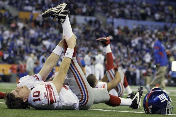 New York Giants quarterback Eli Manning stretches before