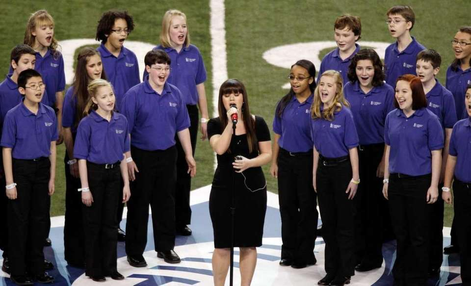 Kelly Clarkson performs the national anthem with the