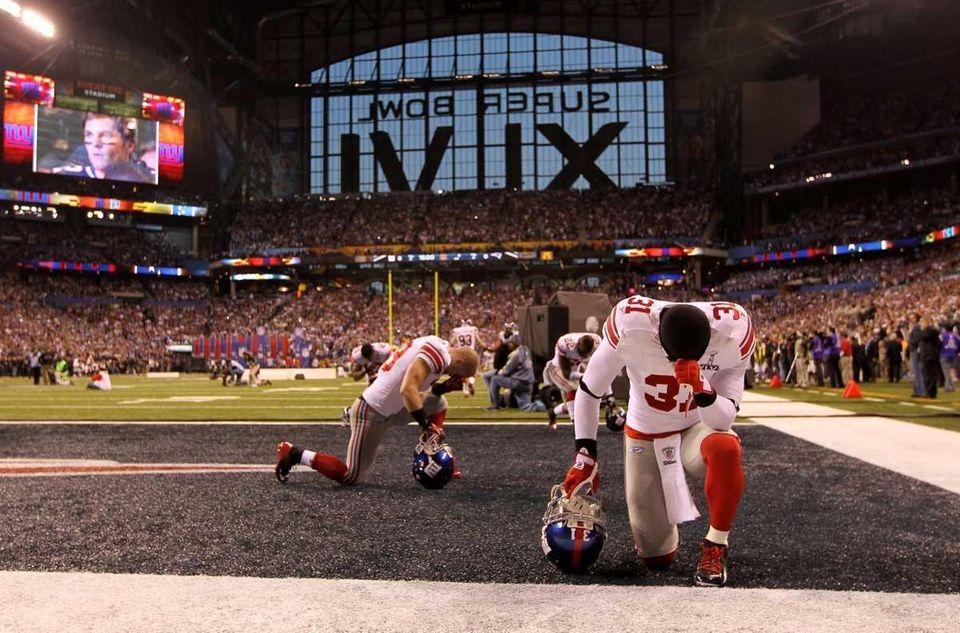 Aaron Ross of the New York Giants kneels