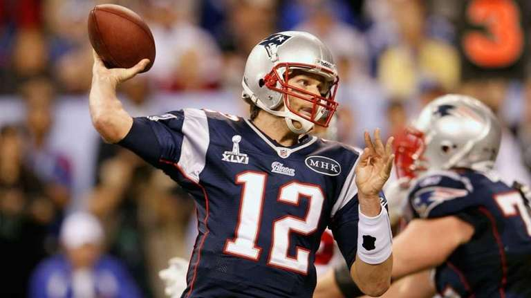 Tom Brady of the New Egland Patriots looks