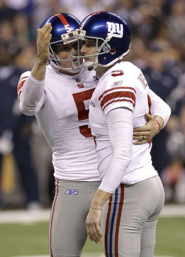 New York Giants kicker Lawrence Tynes, right, celebrates