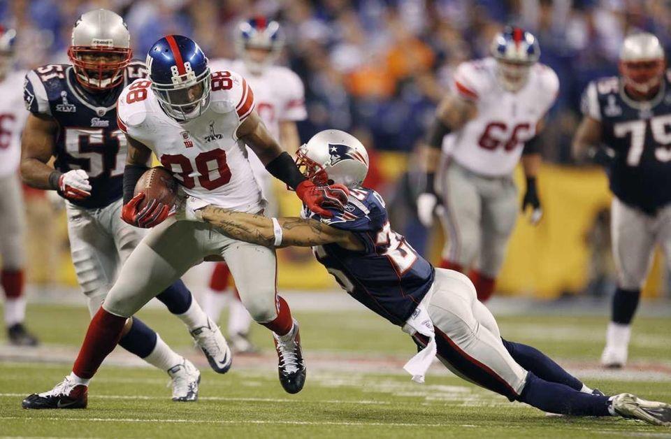 New York Giants wide receiver Hakeem Nicks pushes