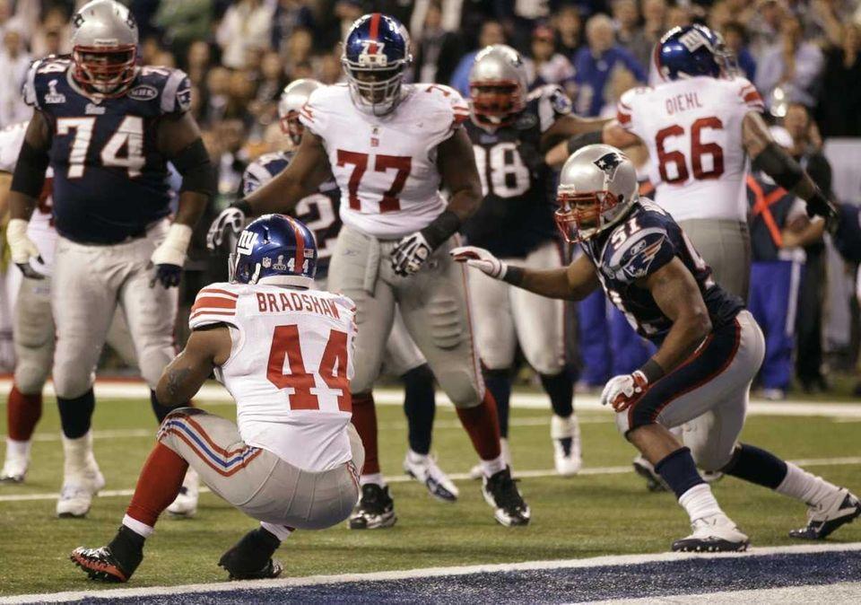New York Giants running back Ahmad Bradshaw rushes
