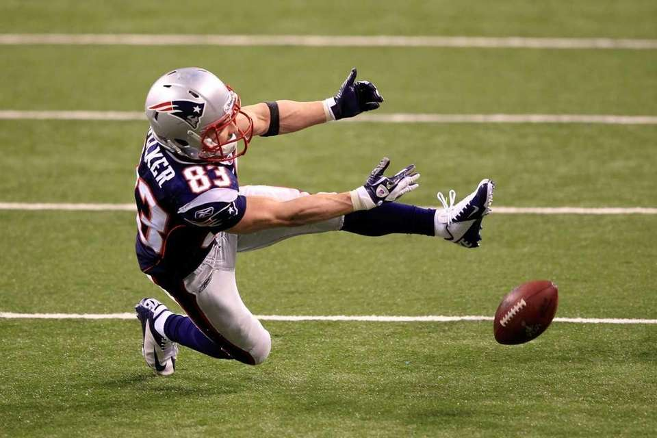 Wes Welker of the New England Patriots drops
