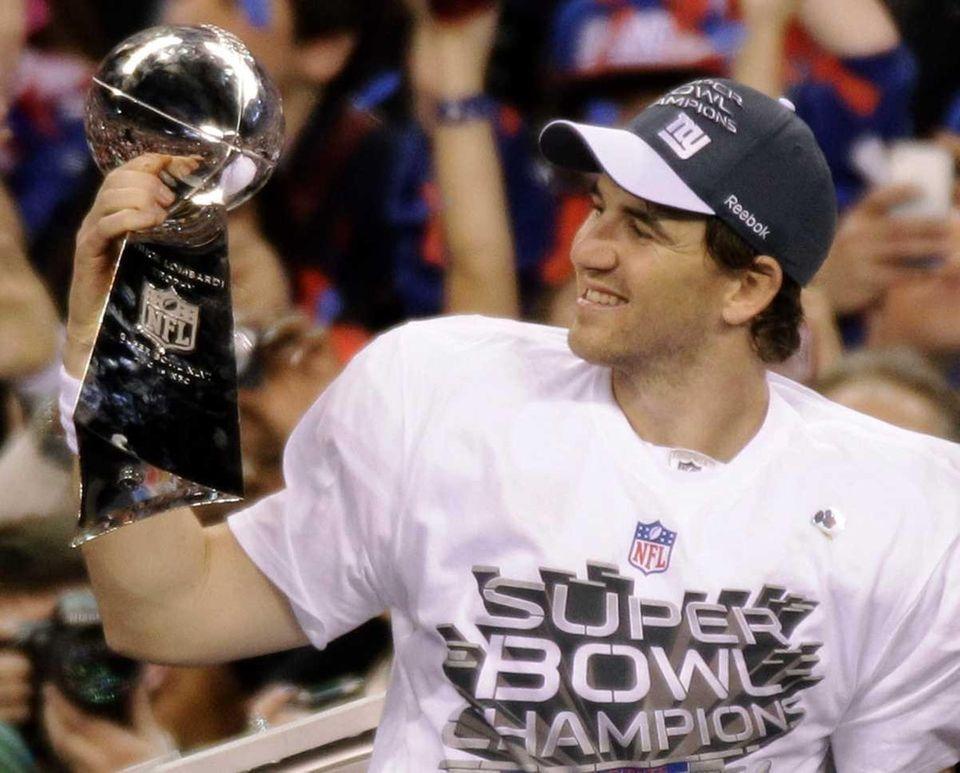 New York Giants quarterback Eli Manning holds the
