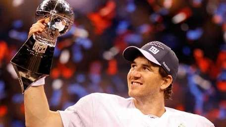 Quarterback Eli Manning #10 of the New York