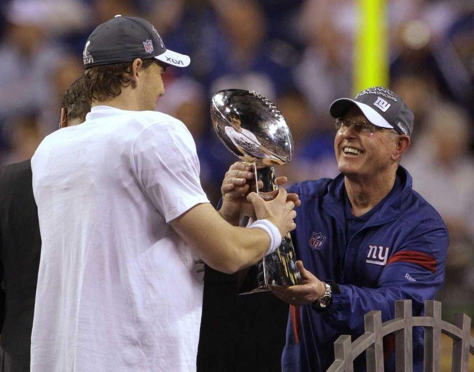 New York Giants head coach Tom Coughlin, right,