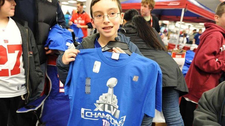 New York Giants fans grab Giants Superbowl XLVI