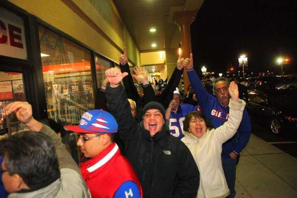 Giants line up outside Modells in Lake Success