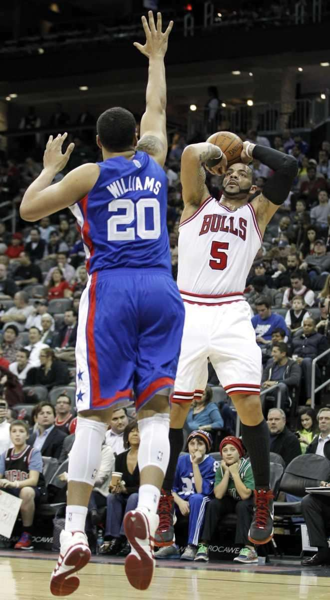 Chicago Bulls' Carlos Boozer (5) takes a shot
