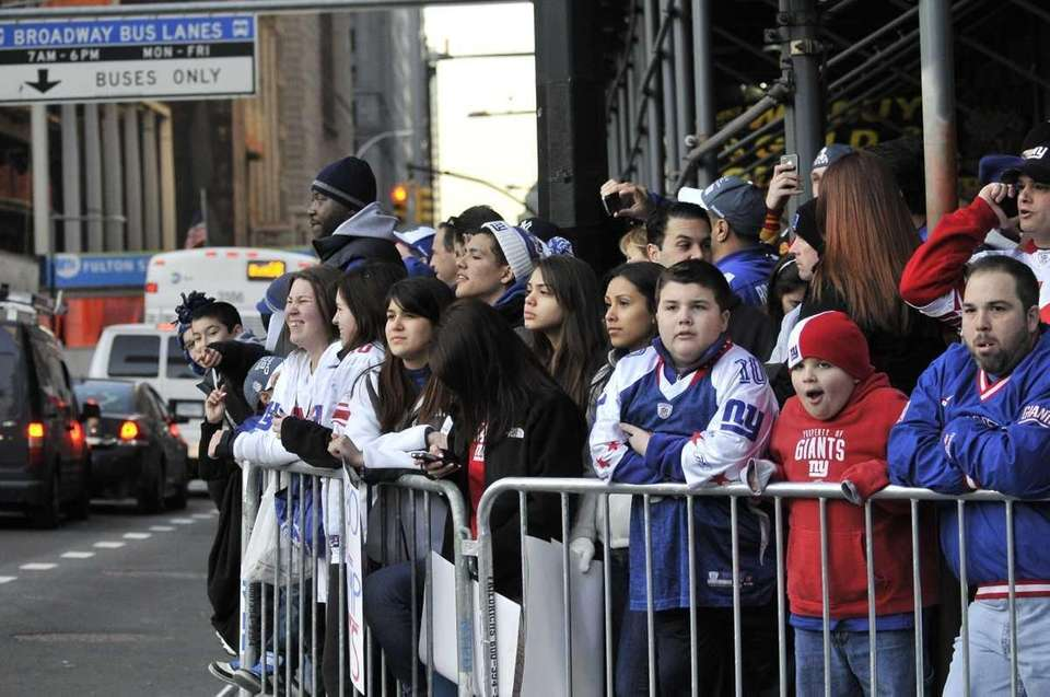 Giants fans line up early along Broadway for