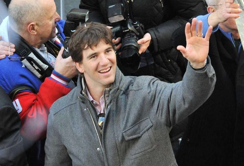 Superbowl XLVI MVP quarterback Eli Manning waves through