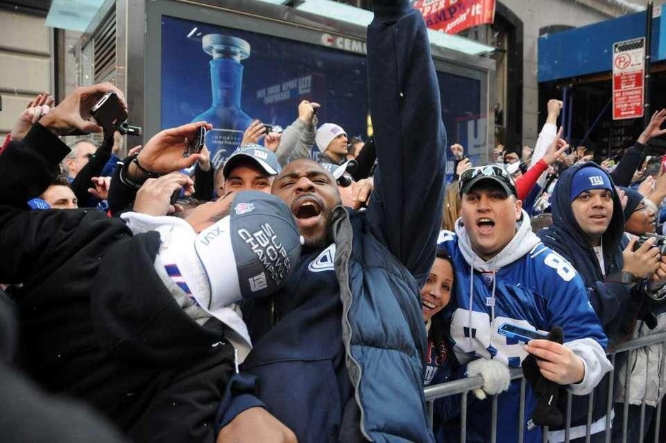 Running back Brandon Jacobs jumps into crowd during
