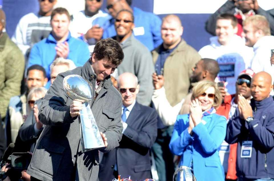 Eli Manning takes the stage with Vince Lombardi