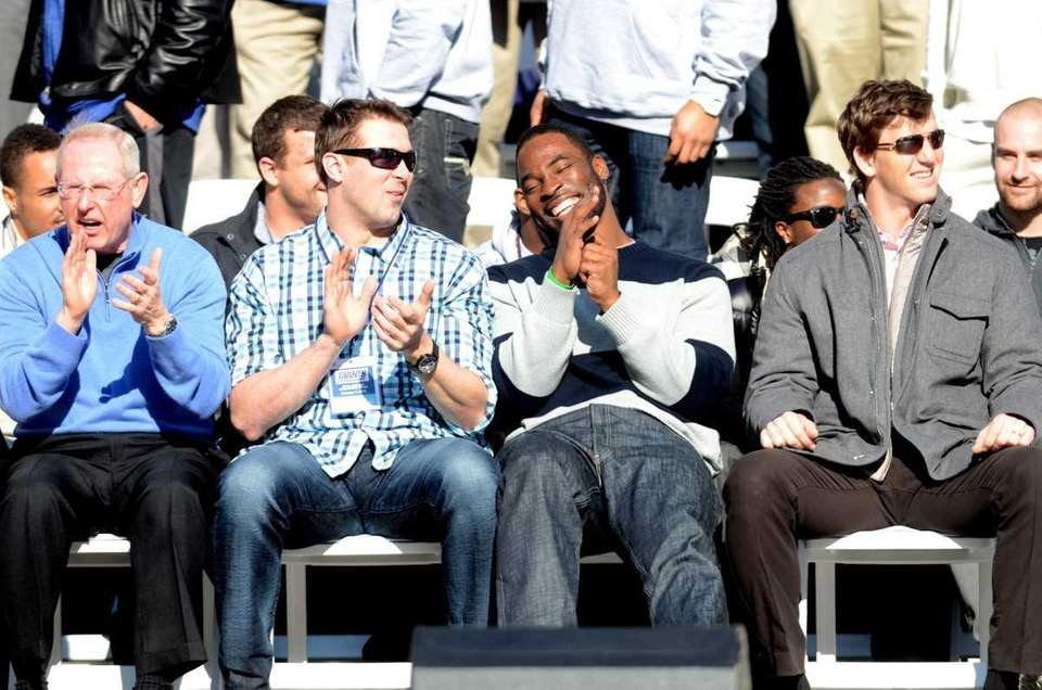 Tom Coughlin, Zak DeOssie, Justin Tuck and Eli