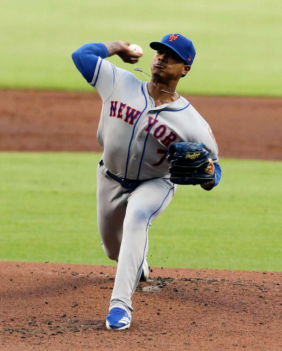 New York Mets Marcus Stroman pitches against the