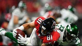 Atlanta Falcons tight end Austin Hooper makes the
