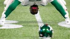 Jets running back Le'Veon Bell stretches during warmups