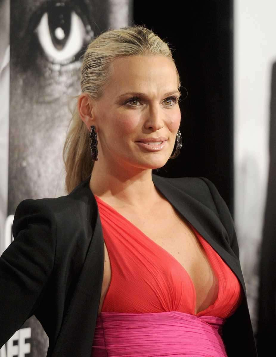 Molly Sims' modeling resume includes Old Navy, Victoria's