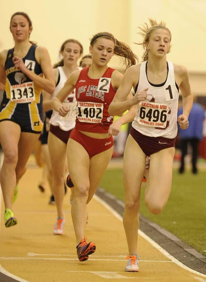 Garden City's Emily O'Neill leads the runners during