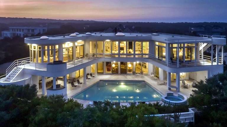 Amagansett home with unusual dining room lists for $9.95M
