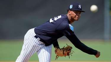 Yankees pitcher Luis Gil (32) delivers a pitch