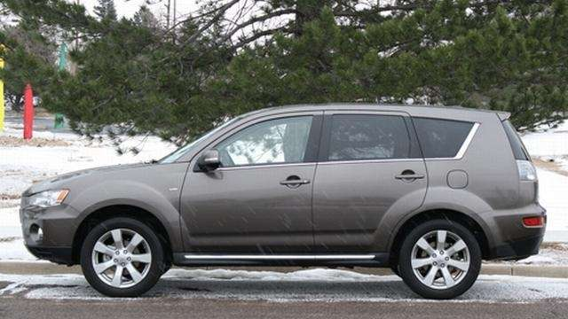 2012 Mitsubishi Outlander offers driving fun but keeps it simple on ...
