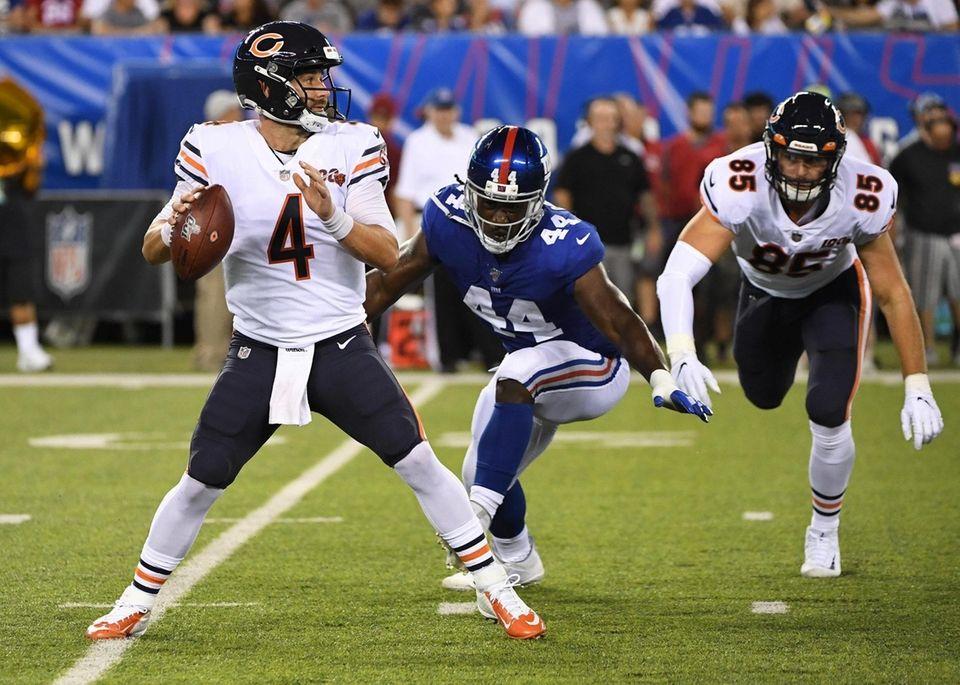 New York Giants linebacker Markus Golden moves in