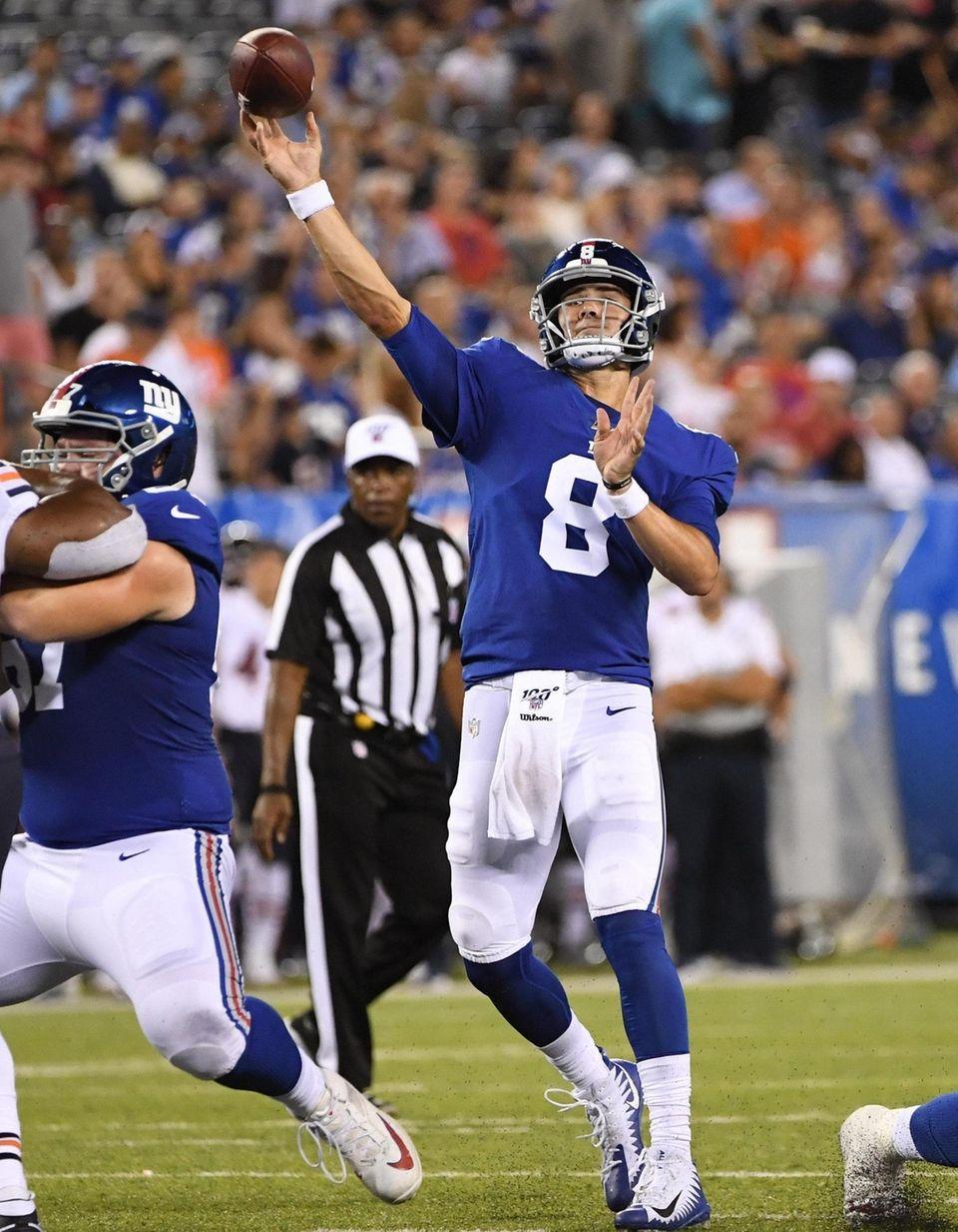 New York Giants quarterback Daniel Jones passes the
