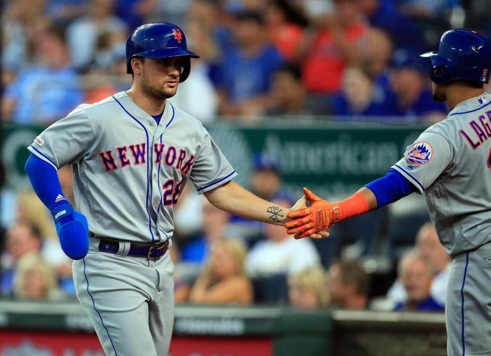 New York Mets' J.D. Davis (28) is congratulated