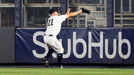 Brett Gardner #11 of the Yankees makes a