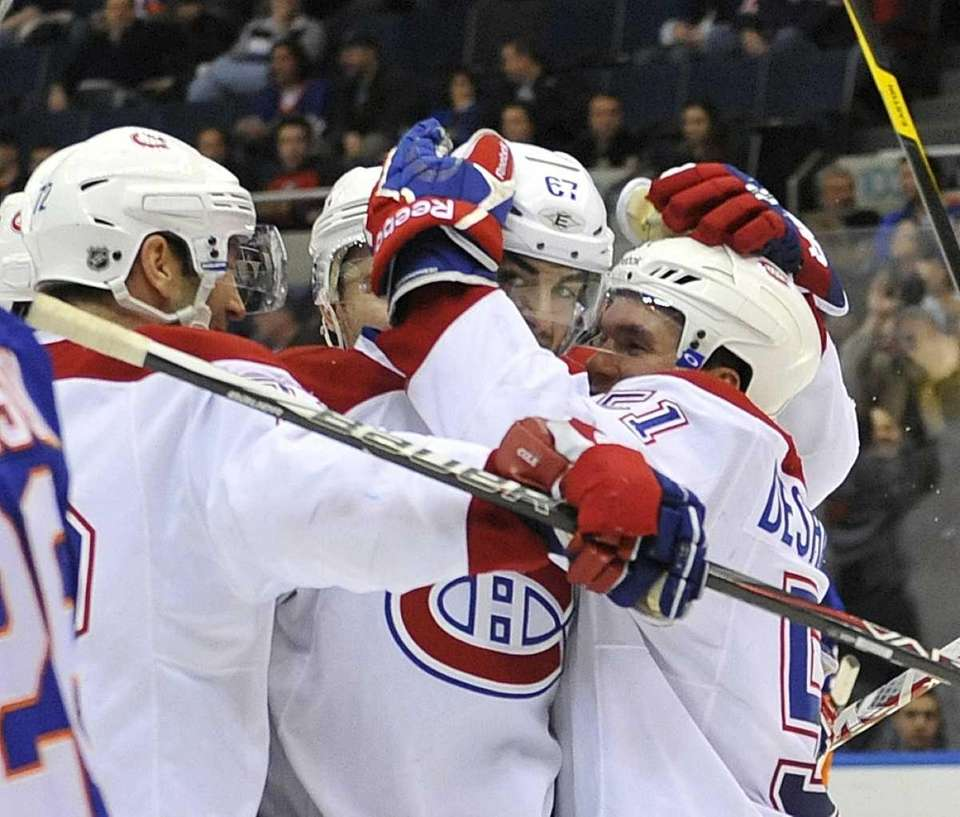 Max Pacioretty (67) of the Canadiens is congratulated