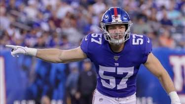 Giants inside linebacker Ryan Connelly signals a