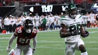The Jets'  Ty Montgomery gets past Atlanta
