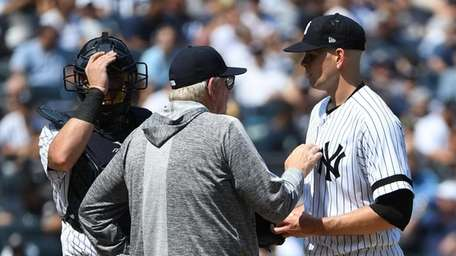 Yankees pitching coach Larry Rothschild talks to starting