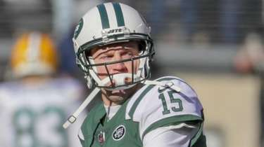 Jets quarterback Josh McCown drops back during pregame
