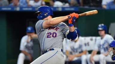 Pete Alonso #20 of the Mets hits a