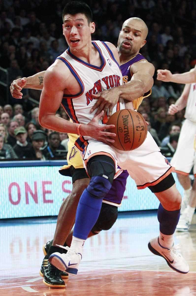 Jeremy Lin spins past Lakers' Derek Fisher during