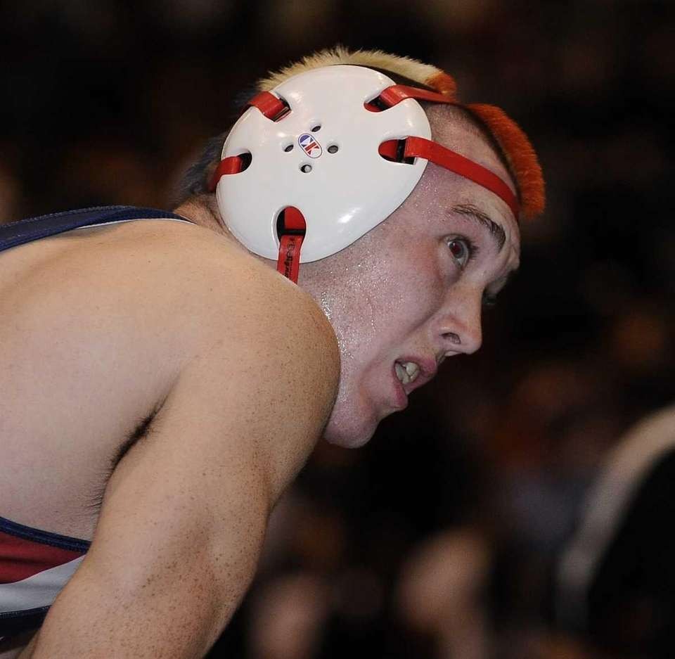 Miller Place's Ryan Kelly reacts during his 195