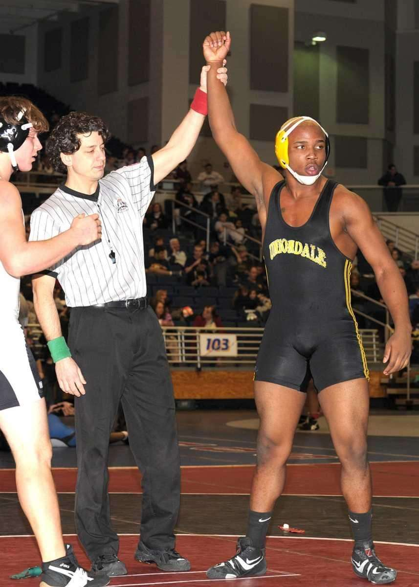 Uniondale's Davion Porter defeats Syosset's Anthony Biz to