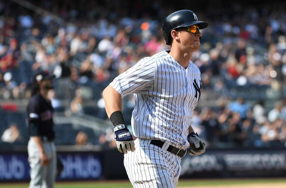 New York Yankees first baseman DJ LeMahieu runs