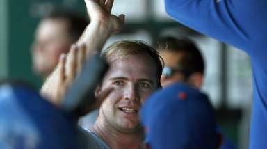Mets first baseman Pete Alonso is congratulated by