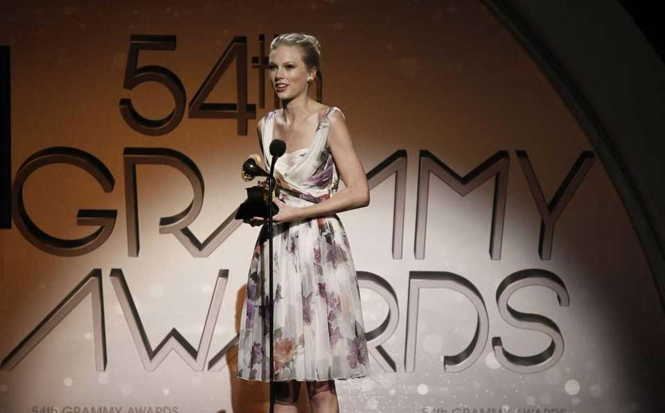 Taylor Swift accepts the best country solo performance
