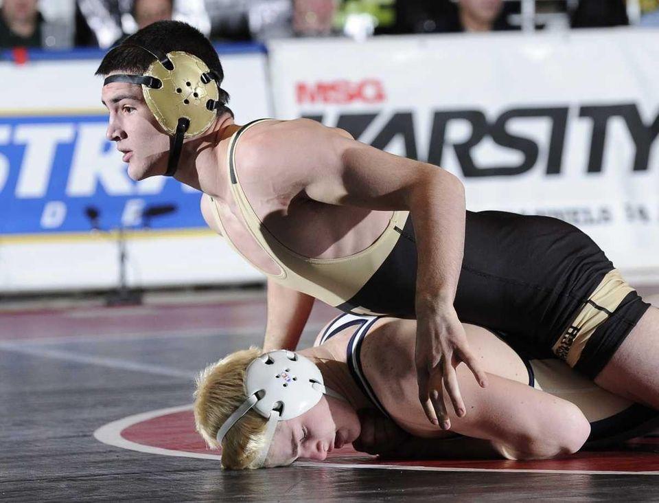 Wantagh's Dan McDevitt and Baldwin's Quinn Knauer wrestle