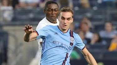 New York City FC midfielder James Sands, right,