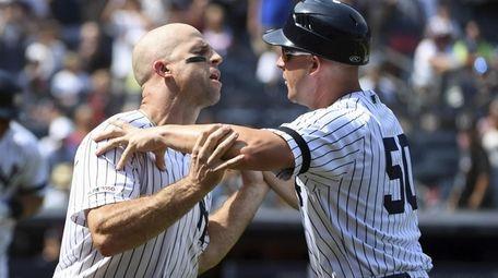New York Yankees first base coach Reggie Willits